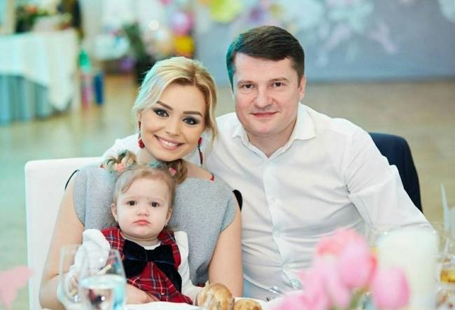 Fiica Korneliei si a lui Marcel Stefanet este generalul casei. La doar trei ani stie deja ce isi doreste cel mai mult. Vezi daca vine sau nu barza in familia artistilor - VIDEO