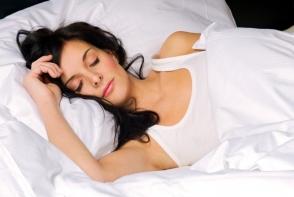 Nu poti sa dormi? 3 sfaturi simple sa adormi bustean
