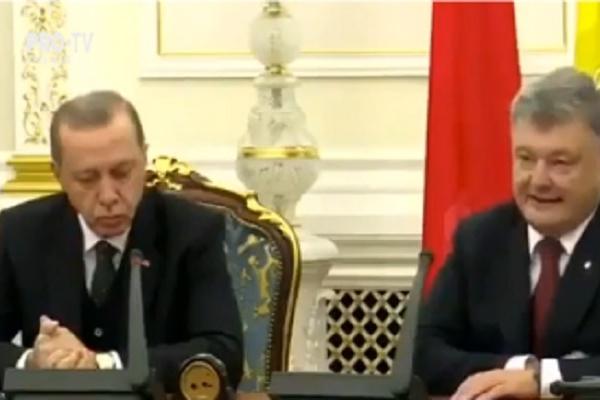 Presedintele Turciei i-a facut o vizita omologului sau din Ucraina. La Kiev, Recep Erdogan a declarat ca Turcia nu va recunoaste anexarea Crimeei de catre Rusia - VIDEO