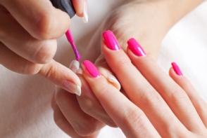 Cum iti faci o manichiura corecta acasa. 3 trucuri de baza pentru unghiute perfecte - FOTO