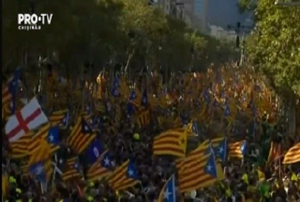 Spania isi sarbatoreste astazi Ziua Nationala, pe fondul crizei politice dintre Madrid si Catalonia. In centrul capitalei spaniole a fost organizata o parada militara - VIDEO