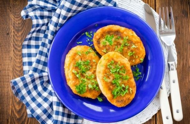 Sunt delicioase si se pregatesc foarte repede! Parjoale de cartofi, umplute cu ciuperci