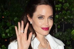 Are un iubit nou si arata tot mai bine. Angelina Jolie a inflorit dupa divortul de Brad Pitt - FOTO