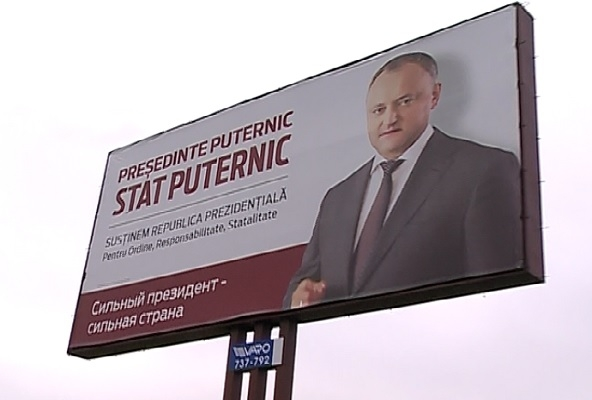 Dupa ce socialistii au anuntat ca strang semnaturi pentru ca Moldova sa devina republica prezidentiala, in tara au inceput sa apara panouri in care Dodon cere mai multe drepturi - VIDEO
