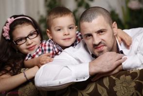 Pavel Stratan este mandru de copiii sai. Iata ce mari au crescut Cleopatra si Cezar - VIDEO