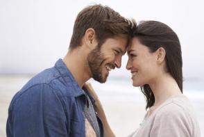 5 semne ca fostul tau inca mai tine la tine. Cum iti dai seama ca te mai iubeste - FOTO