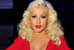 Christina Aguilera, de nerecunoscut. Interpreta si-a injectat buzele - FOTO