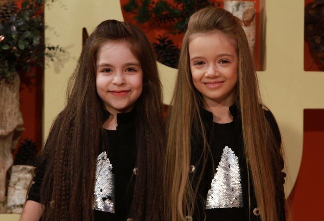 La numai 6 ani, sunt frumoase, stilate si foarte talentate! Cunoaste-le pe micutele Evelina si Ilinca - VIDEO