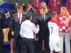 Presedintii Frantei si Croatiei au felicitat jucatorii in ploaie torentiala. Vladimir Putin, unicul cu umbrela! Imagini spectaculoase de la finala FIFA 2018 - FOTO