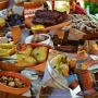 Fripturi, parjoale, sarmale sau placinte? Afla cu ce delicatese te poti rasfata la Targul de Craciun - VIDEO